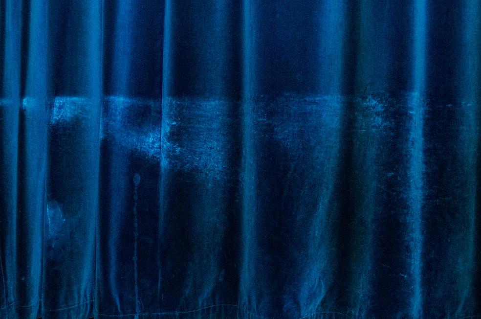 Film saloon curtain