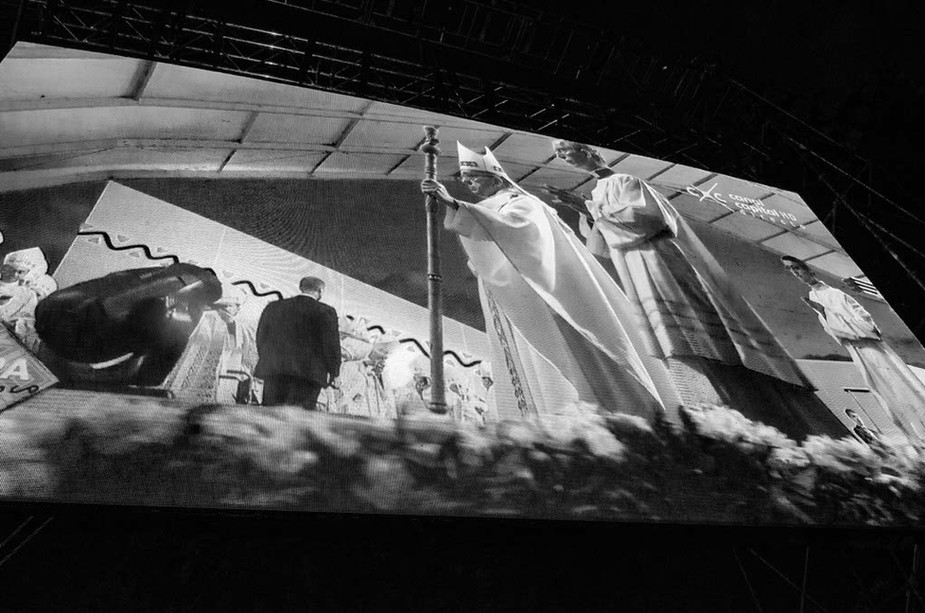 Pope Francis ends his ceremony of his visit in Bogota