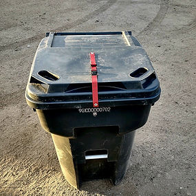 Lid secure strap on trash can