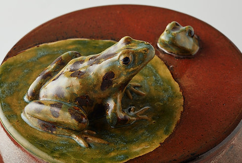 Two Frogs Communicating Vessel