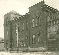 Здание, которое занимала детская больница в довоенное и послевоенное время. Сейчас – административный корпус.