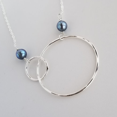 Interlocking Small and Large Circles with Large Pearls Necklace