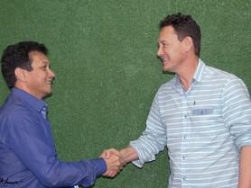 Prefeito Ayeso Gaston recebe primeiro projeto da casa de Lei.