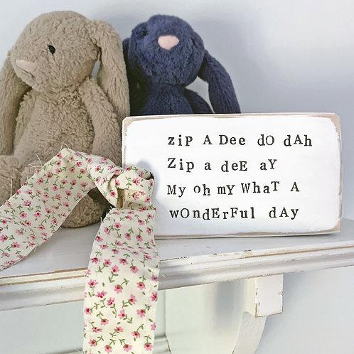 Kids bedroom shelf accessory - Cute phrase
