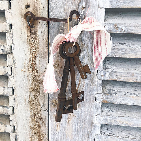Decorative vintage key sets