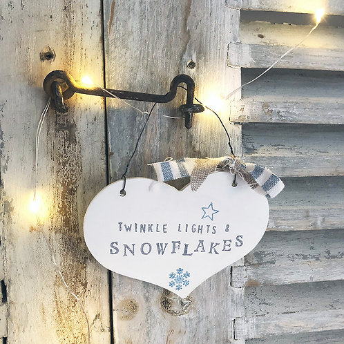 Hanging heart wood sign (Christmas decoration) - Twinkle lights and snowflakes