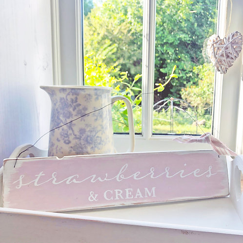 Home accessory - Strawberries & Cream | Hanging sign