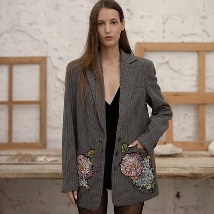 Жакет с цветами на карманах