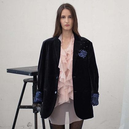 Черный бархатный пиджак с вышивкой