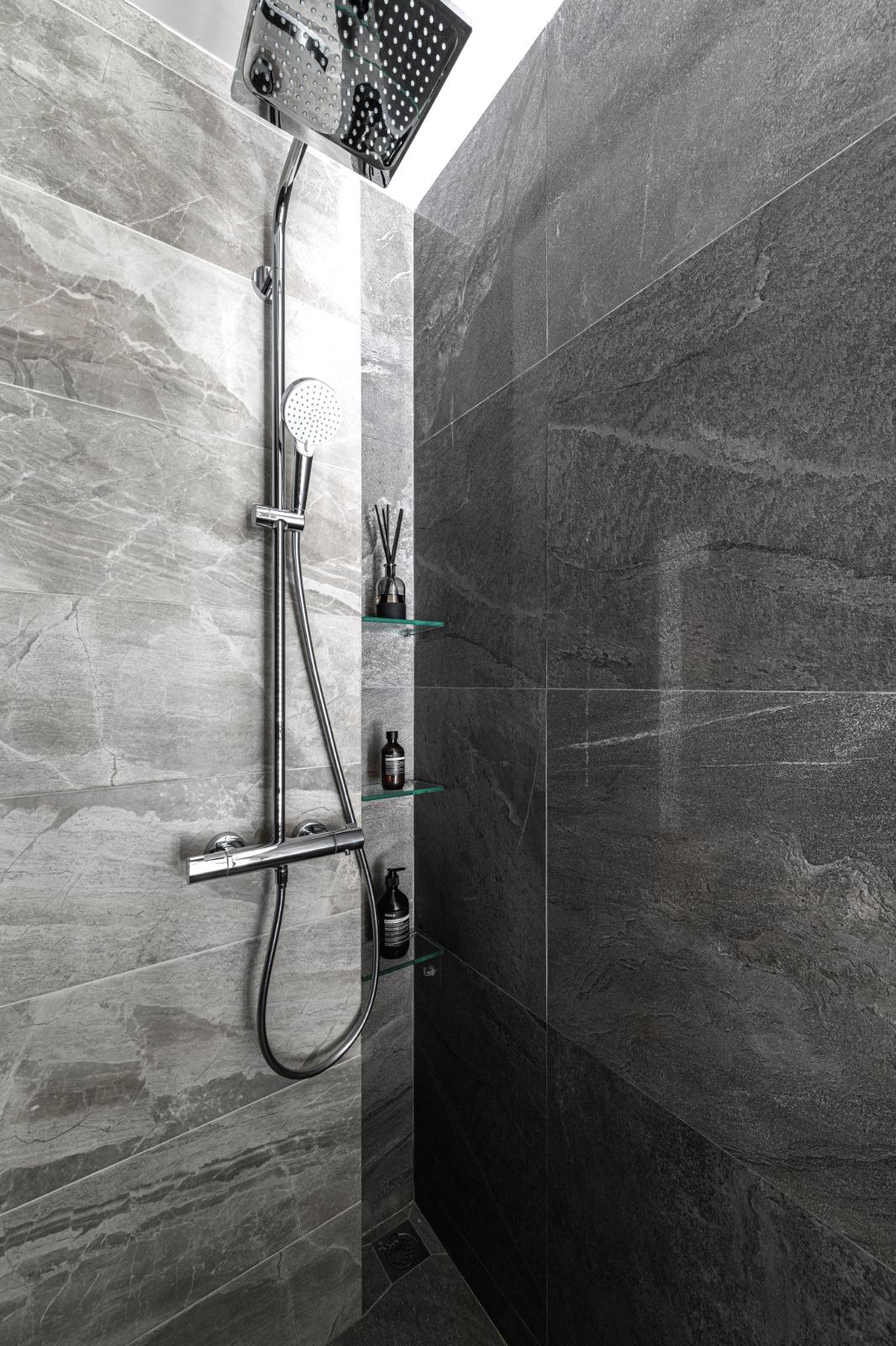 19 Master Bath + Niche