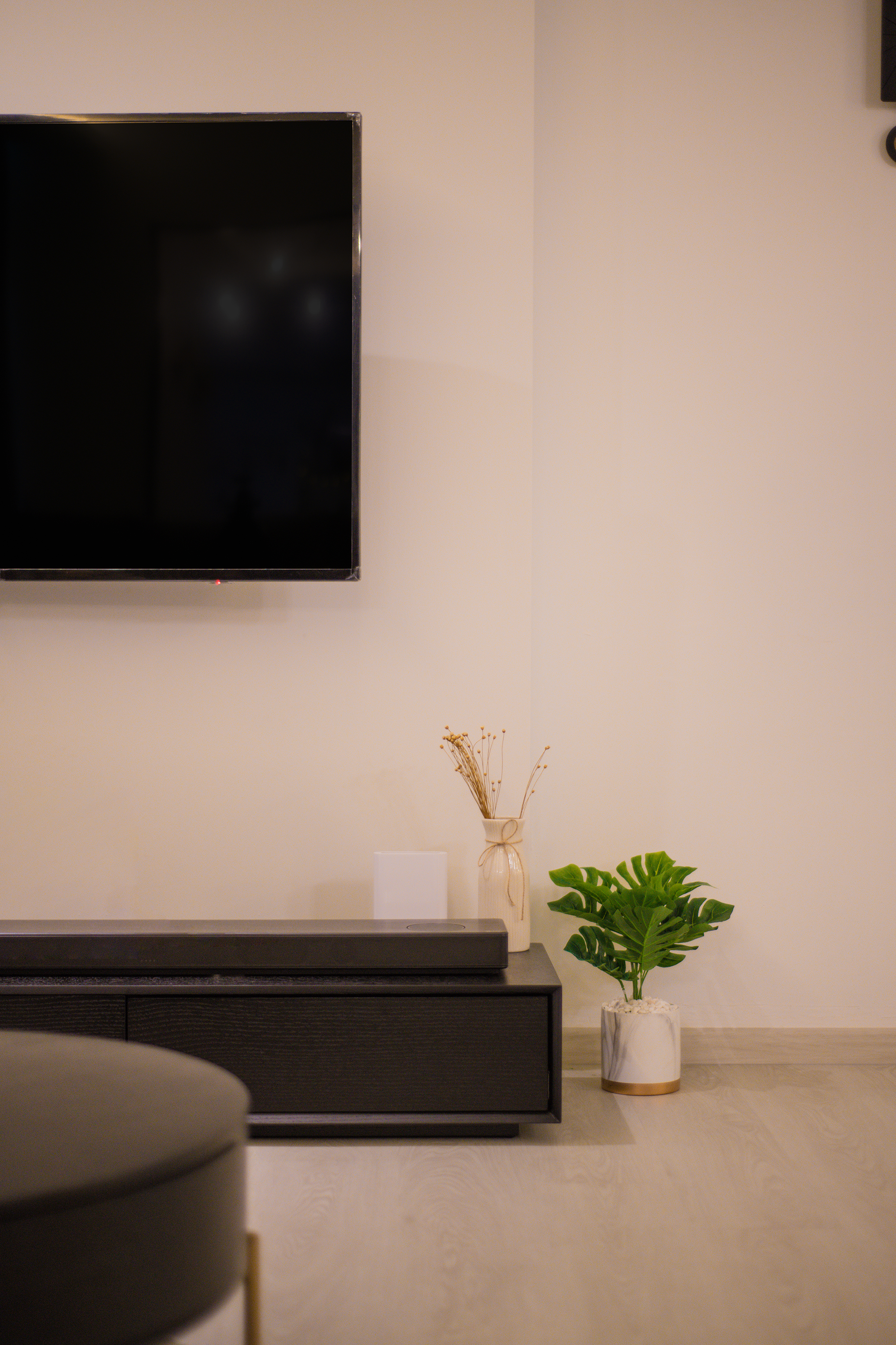 04 - TV console