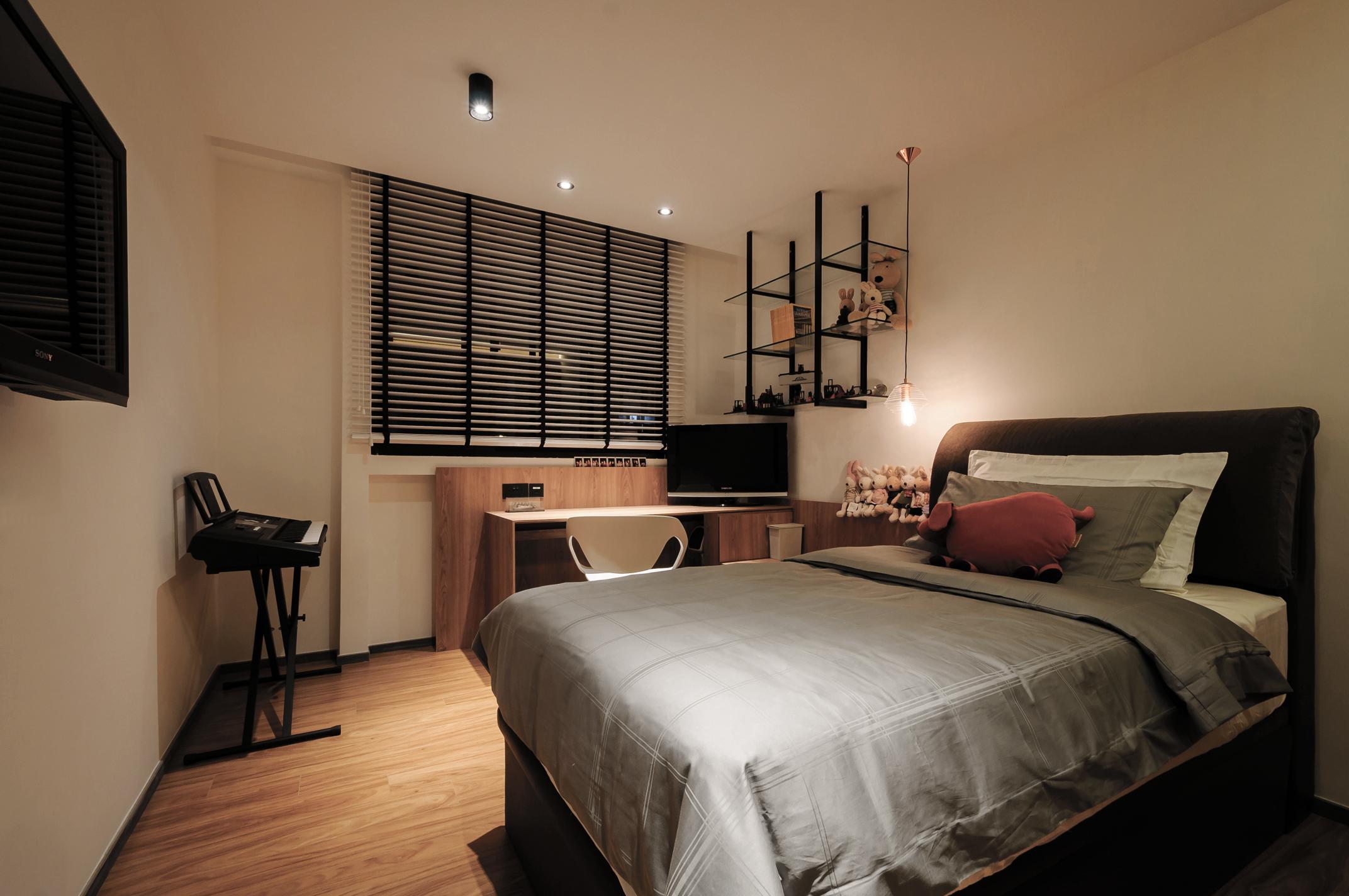 8 Guest Bedroom