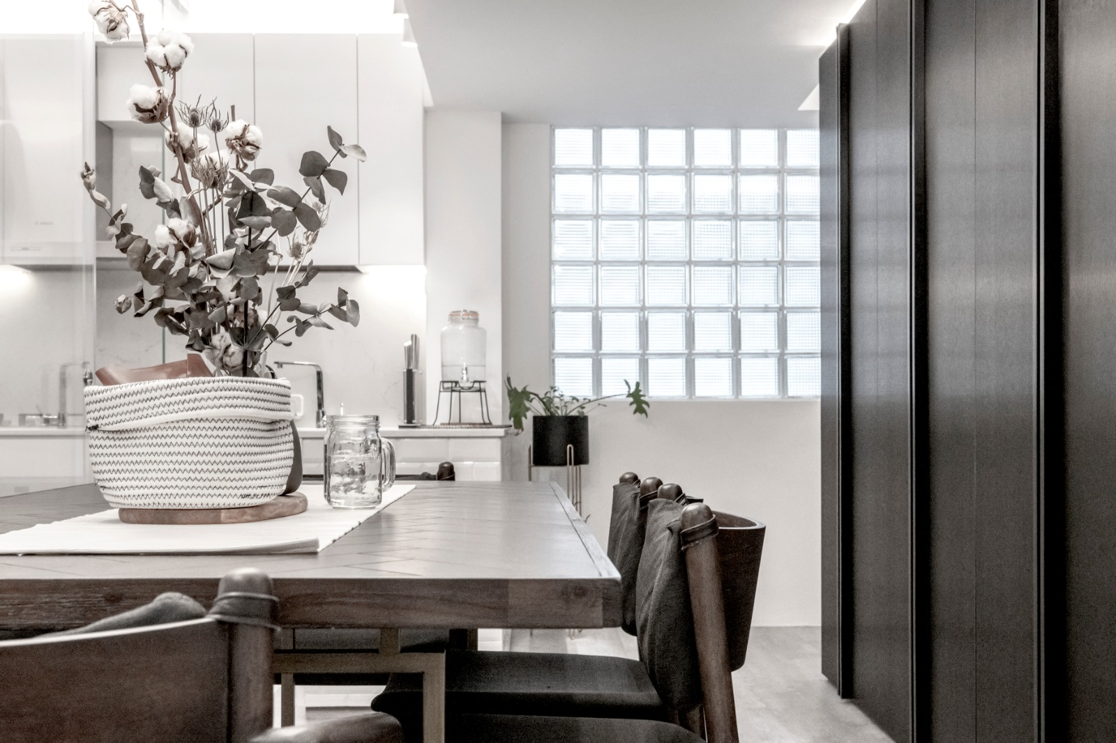 15 Dining + Foyer