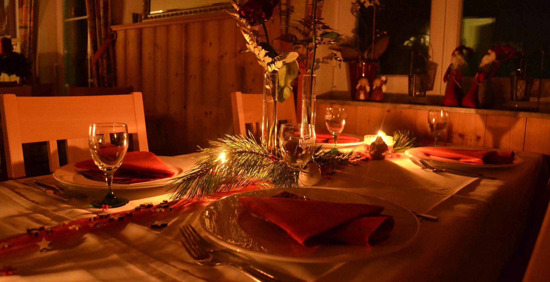 Tisch_Weihnachten.JPG