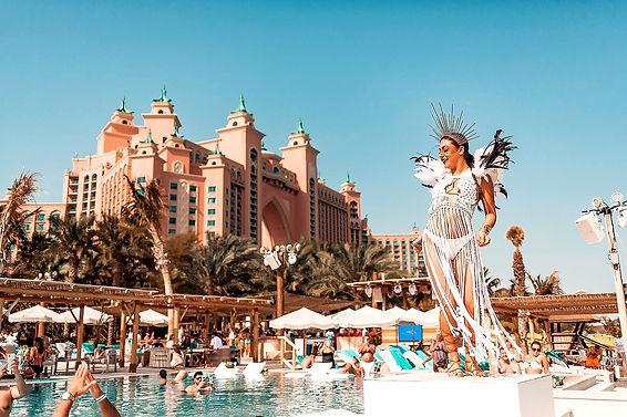 Dubai Best Beach Club White Beach,Atlantis the palm Dubai Photos, Videos, information, Location, Table price visit clubbingdubai.com.