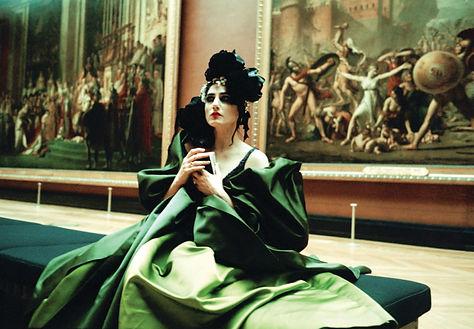 אמן: יוסף ז׳וזף דדון. רונית אלקבץ כציון בסרטו של ז׳וזף דדון, 2006. שמלת קוטור: כריסטיאן לקרואה