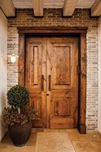 חקשוריאן. דלת חוץ מעץ מלא