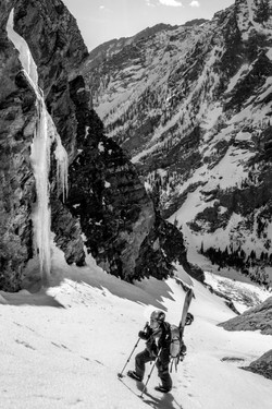 Splitboarding in Leigh Canyon