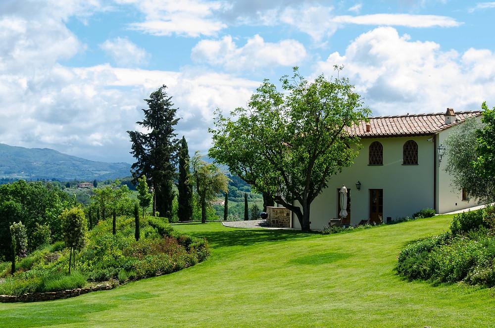 small_villa_lawn