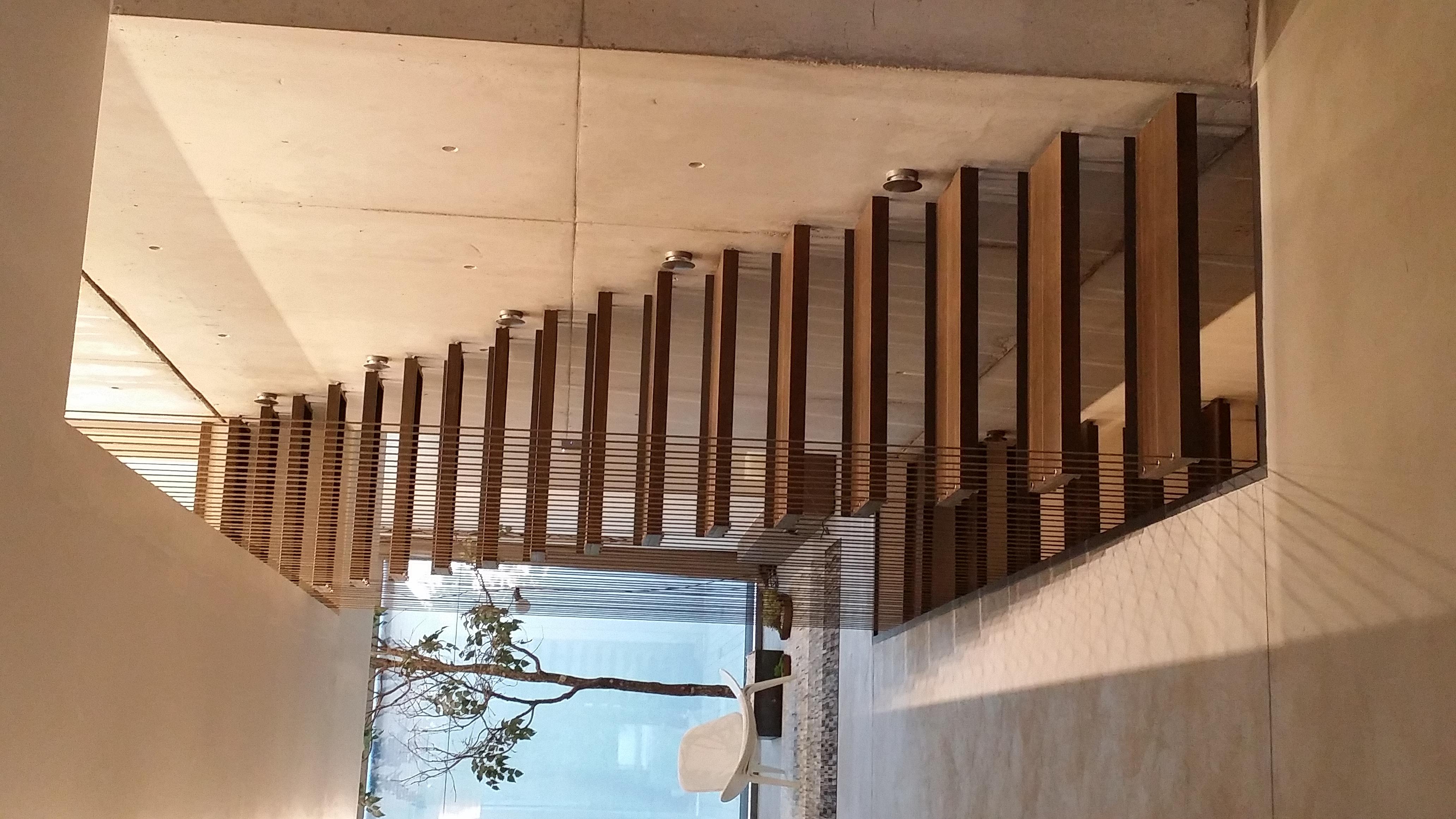 escalones hierro y madera
