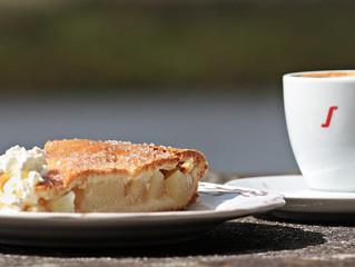 Nachmittag im Warmen bei Kaffee und Kuchen
