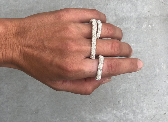 Uma bague triple white