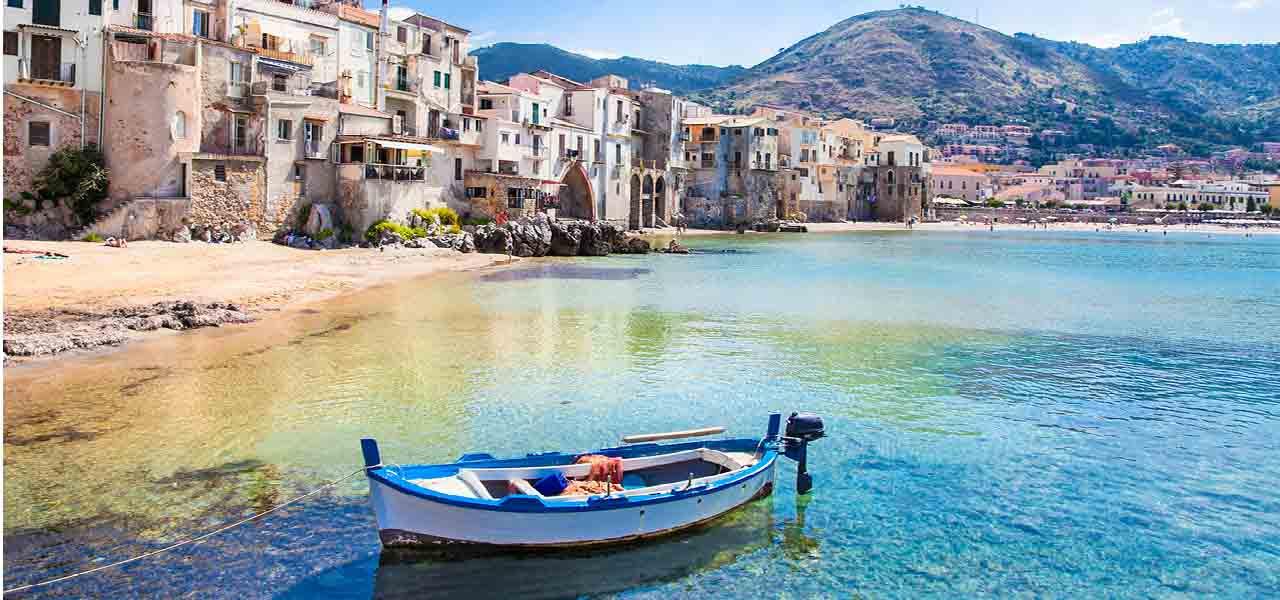 Sicily_taormina_beach.jpg