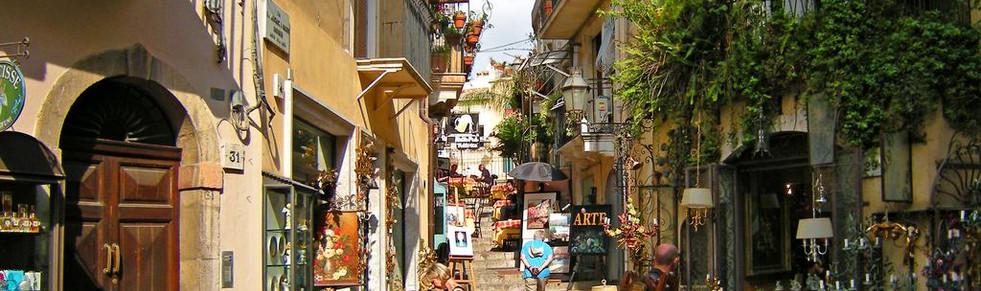 Sicily_taormina_city.jpg