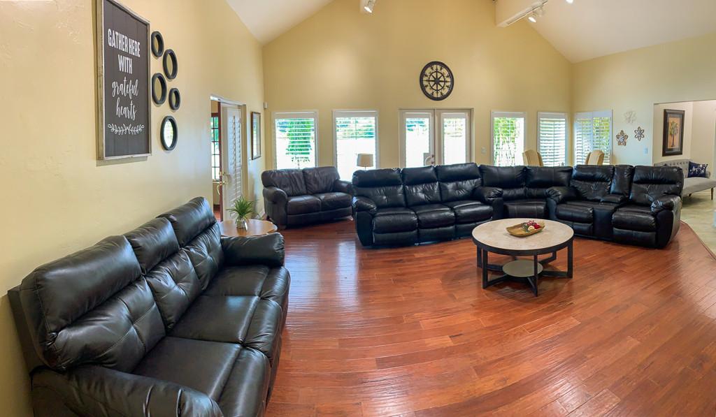 Grace River Island Resort - Living Room