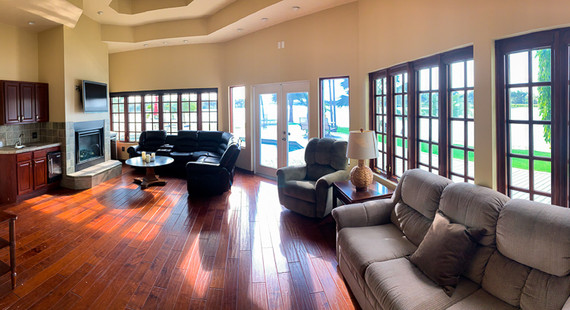 Grace River Island Resort - Family Room.