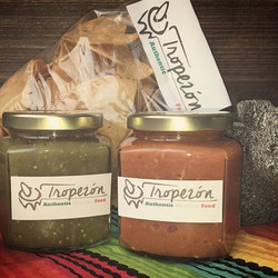 Salsa verde, salsa molcajeteada and Totopos