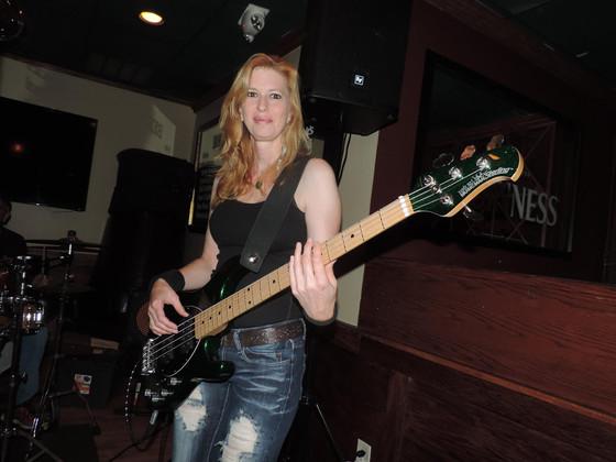Connecticut Magazine - Survivor Stories. Jenn Eckart: Singing strong after overcoming thyroid cancer
