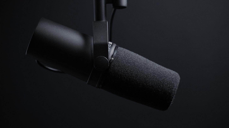 black-micrphone-podcast_edited.jpg