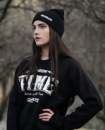 winter-black-and-white-girl-woman-time-p