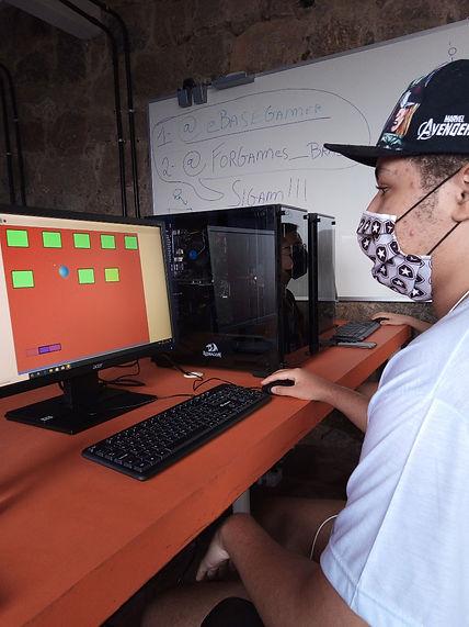João e seu primeiro jogo.jpg