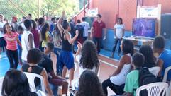 Futebol e dança no lançamento