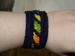 Quick and easy crochet bracelet