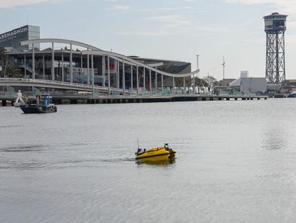 El puerto de Barcelona prueba un dron acuático diseñado y fabricado por GPASEABOTS