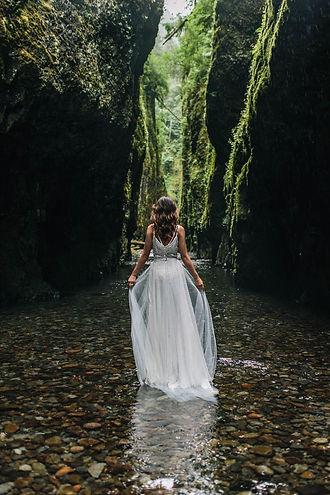 20 Enchanting Wedding Photo Ideas for Wo