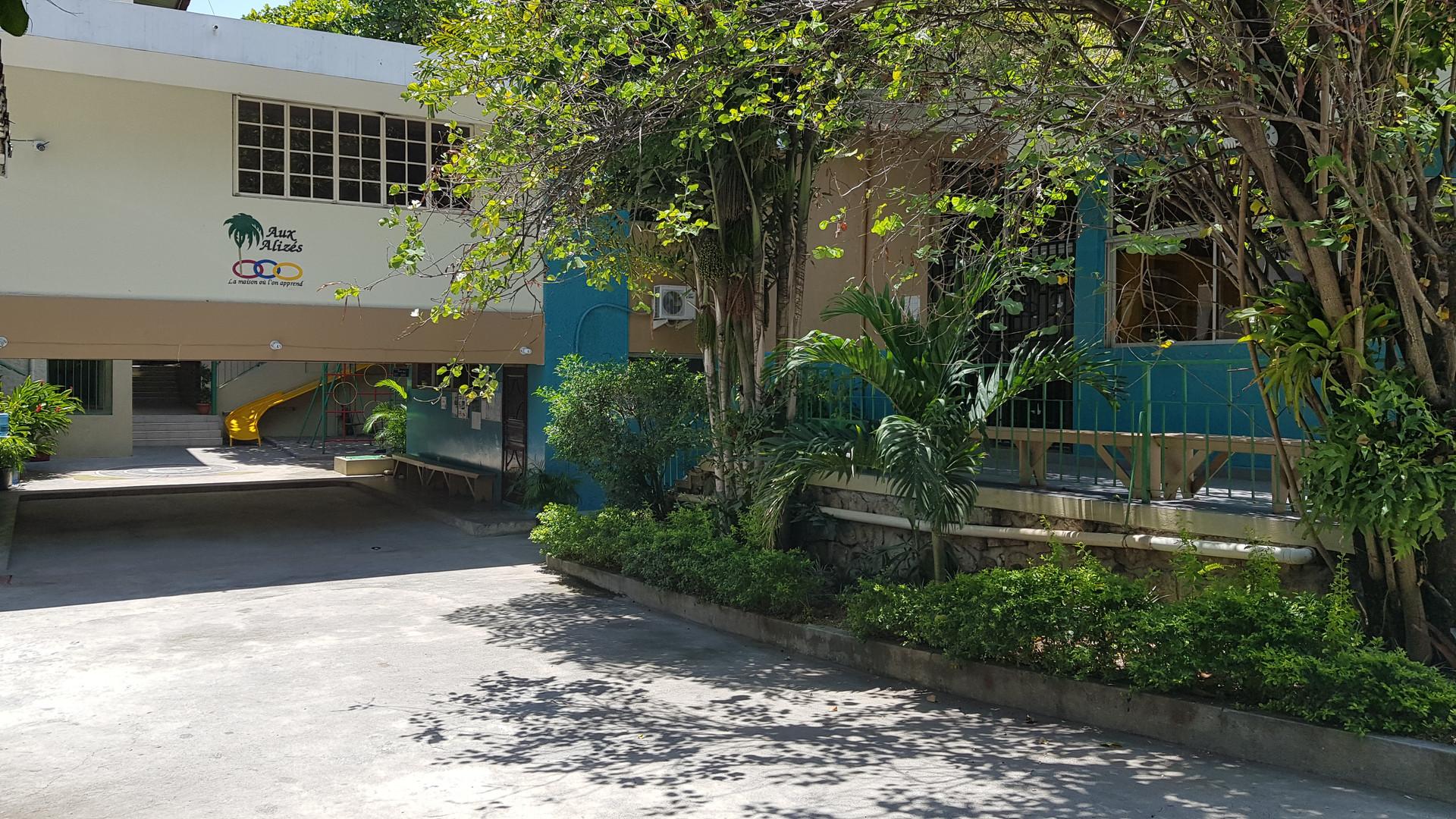 Vue de l'entrée de l'école