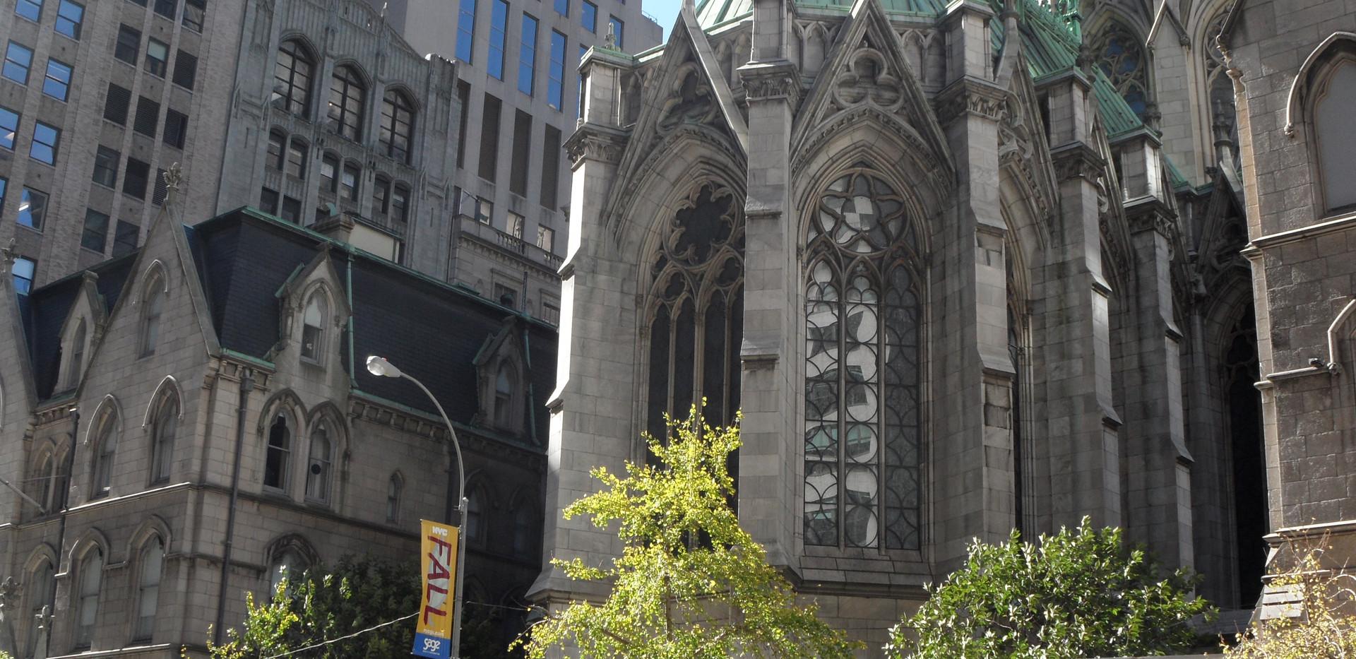 Madison Avenue - parte de trás da St. Patrick's Cathedral