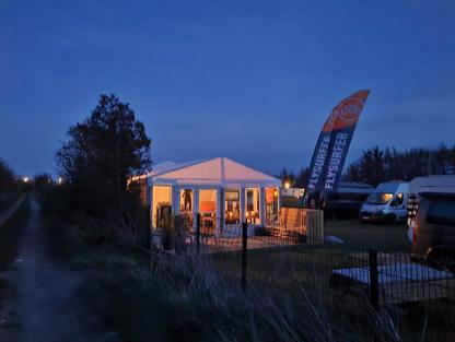 KITETRAINER Wing & Kiteschule Fehmarn bei Nacht