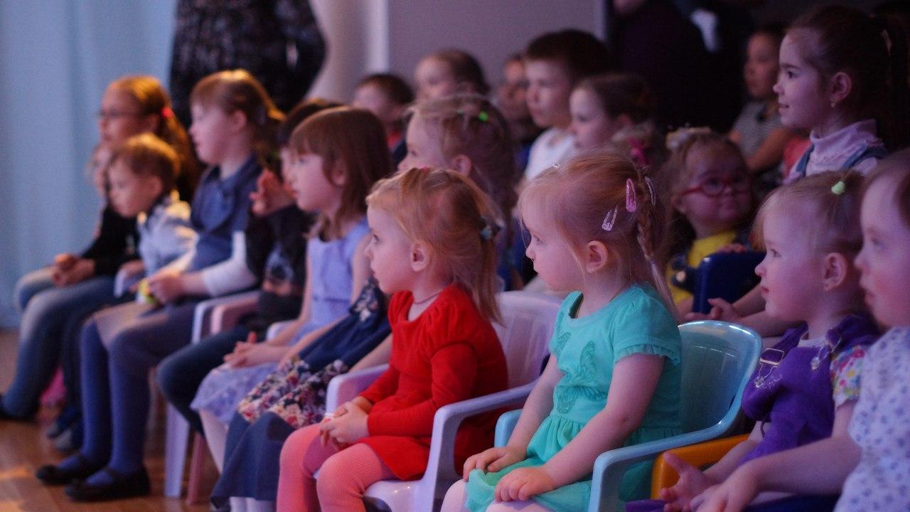 Дети на спектакле