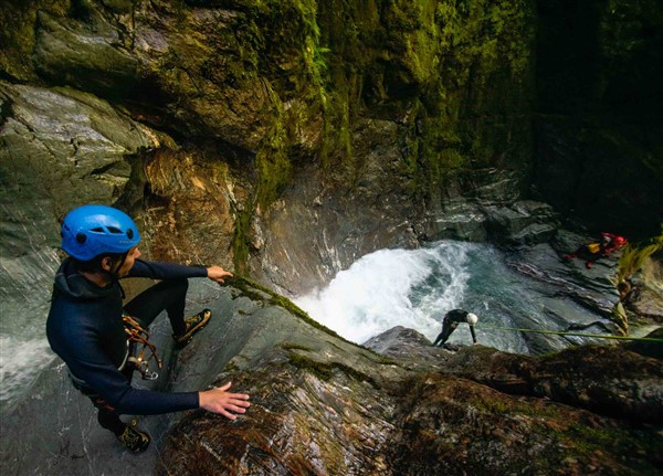 canyoning team work