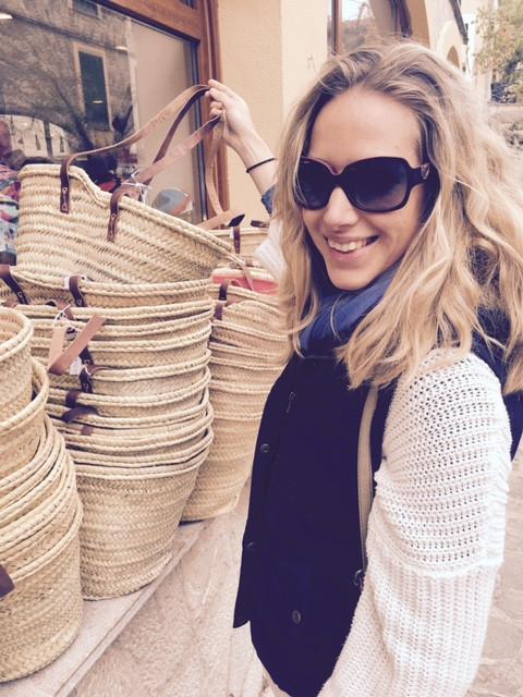 Sarah shopping a Mallorcan straw bag in her home town Valldemossa