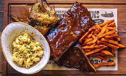 Eating out in Northumberland. Dirty Bottles Taproom and Smokehouse. Alnwick. Smokehouse meat platter. Ribs. Chicken. Chips. Macaroni Cheese