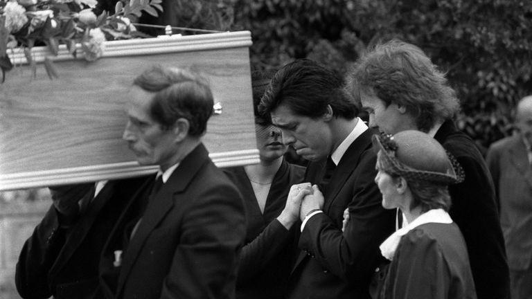 Julie Mugford comforts a sad looking Jeremy Bamber