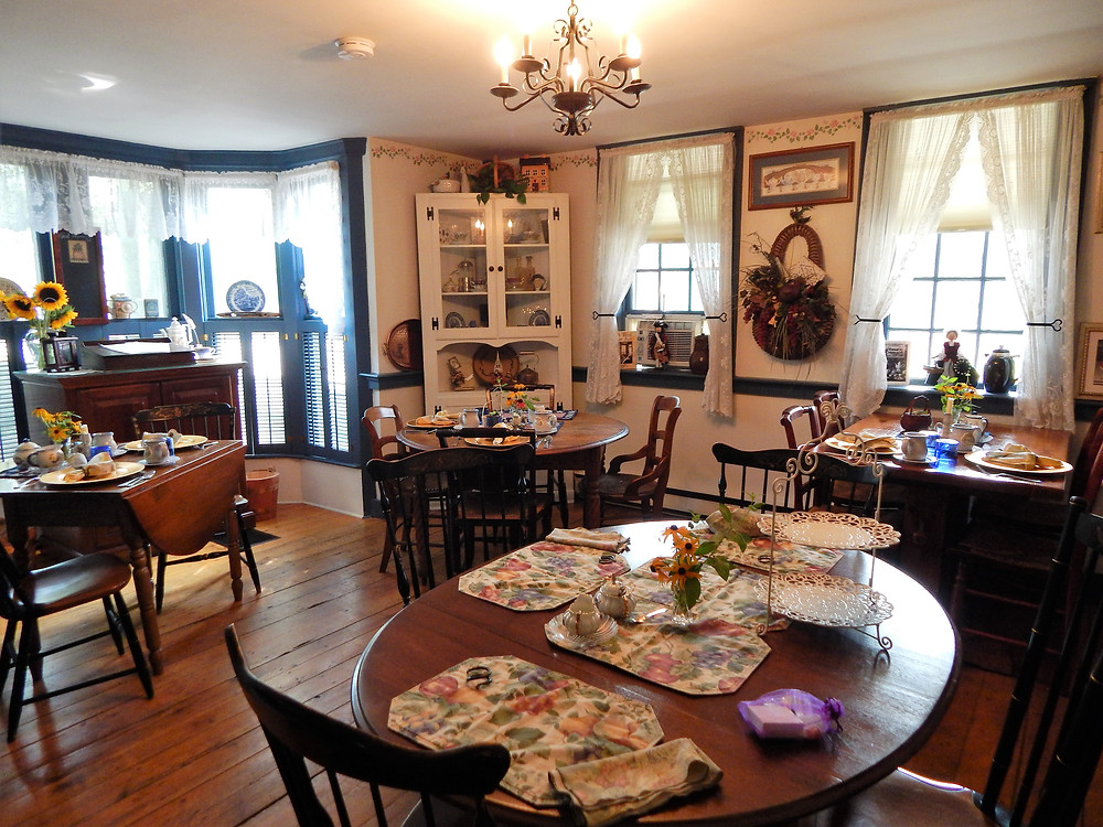 Breakfast in the parlor of the Old Mystic Inn