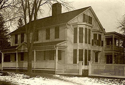 The historic colonial sometime between 1895-1915