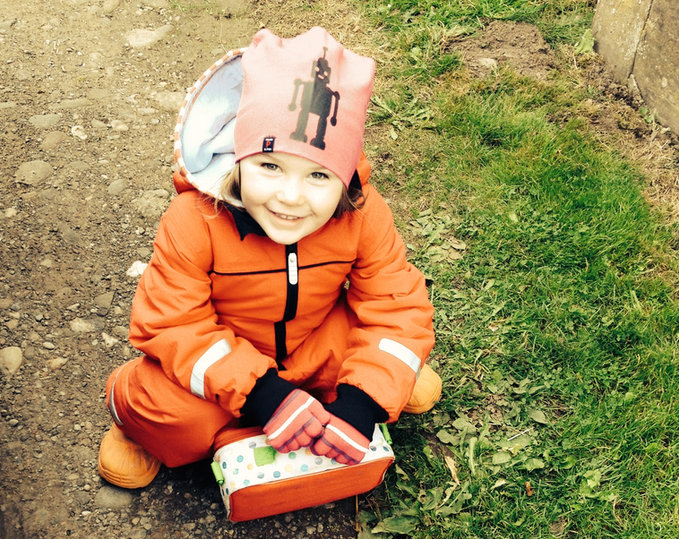 A healthy little girl enjoying the outdoors: Homeopthy can help children and has no side effects.